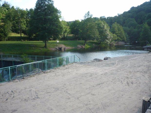 Plan d'eau de Retourtour camping de retourtour 4 etoiles ardeche riviere piscine
