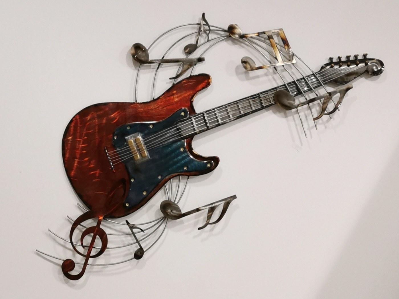 La guitare colorée et sa portée musicale