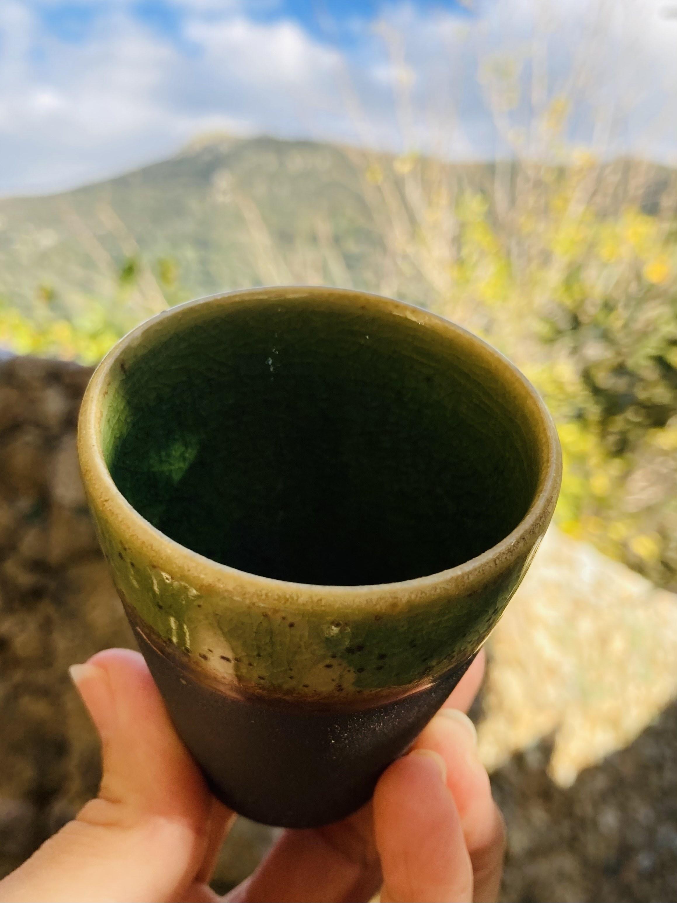 0045-Tasse a café noir vert cone
