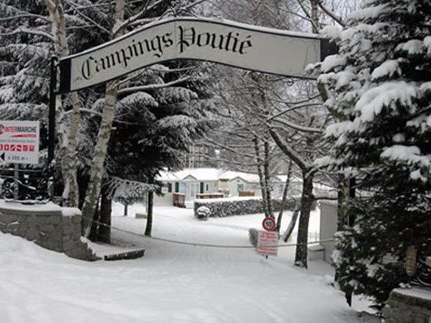 camping poutie - la bourboule - auvergne - entrée sous la neige