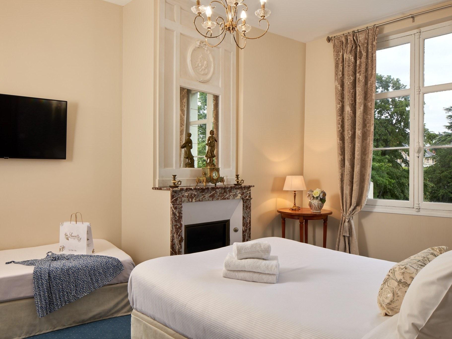 Hotel-Blois-chambre-triple-3-personnes