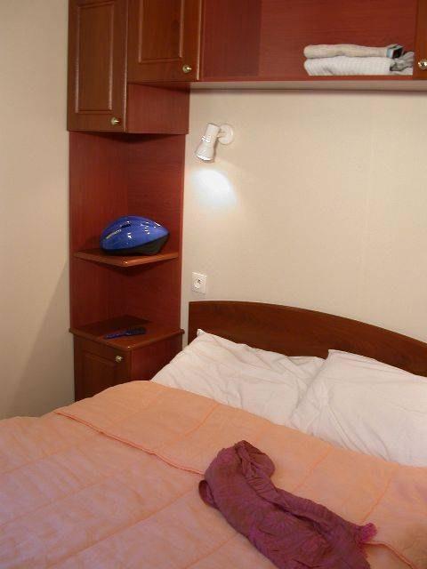 grand confort chambre camping familial piscine Aveyron lac de pareloup