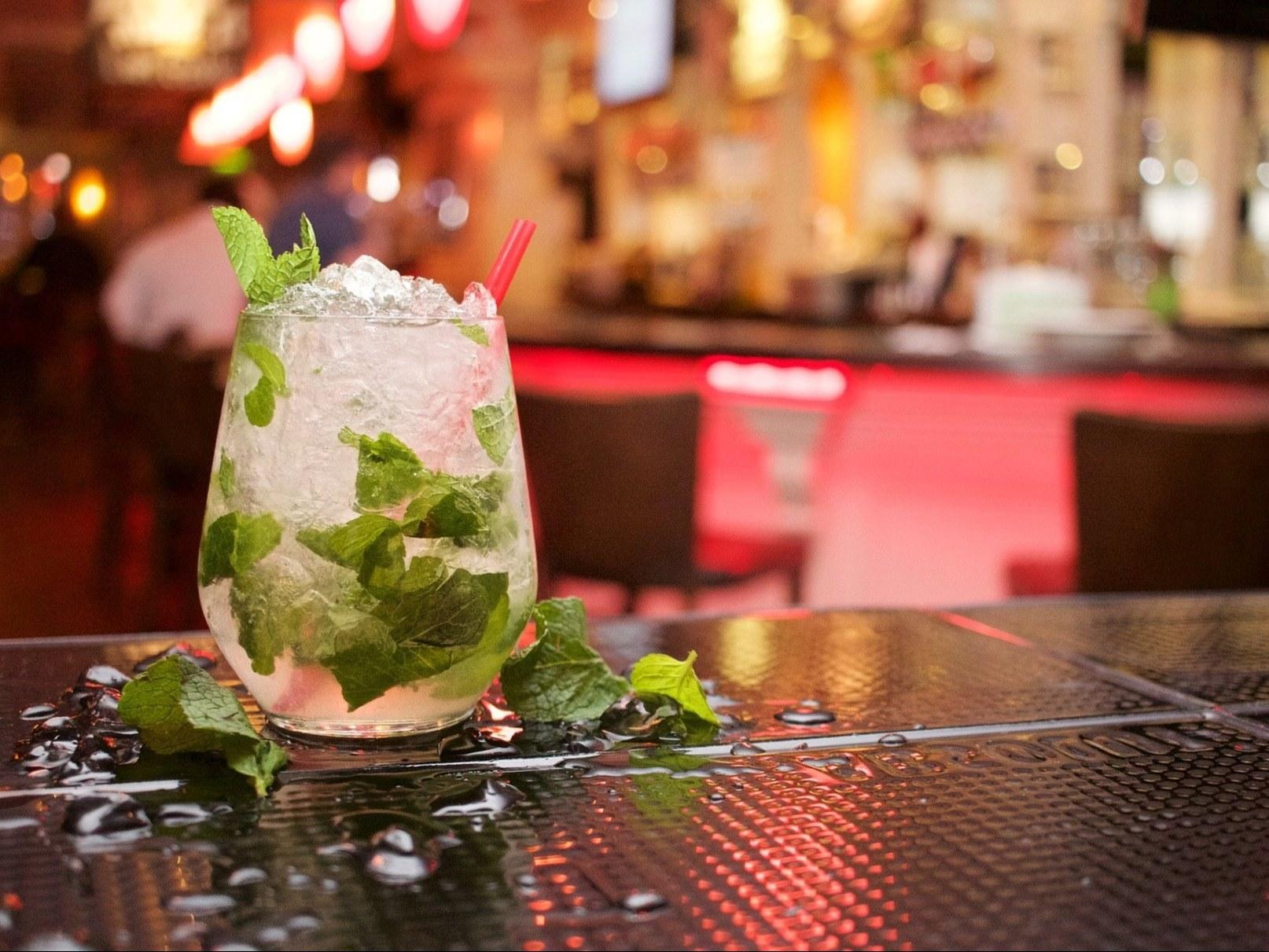 bar-a-bieres-paris-mojito-menthe-glacon-verre