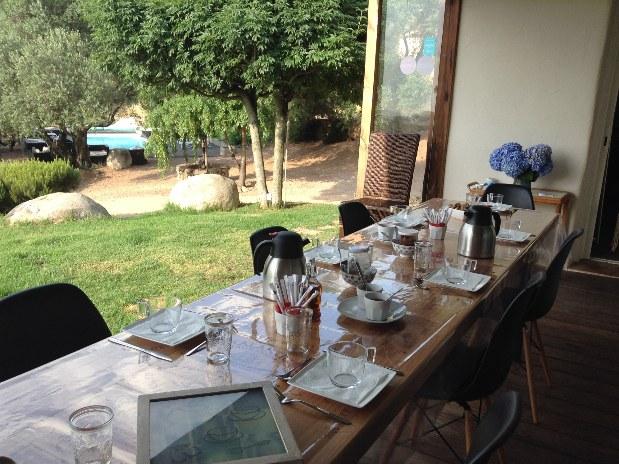 les-jardins-de-mathieu-chambres-d-hotes-luxe-muratello-porto-vecchio-table