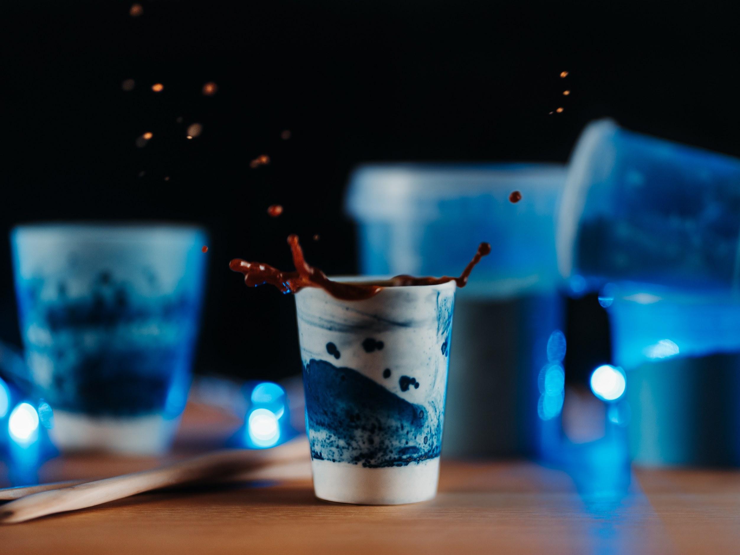 Collection ligne Bleue - Tasse porcelaine double expresso Mat - Photo ambiance