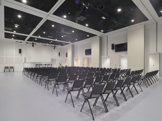 hotel-paris-saint-ouen-salle-plénière-séminaire-réunion-chaises-rétroprojecteur