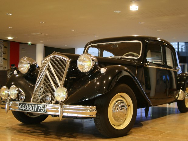 gite-en-champagne-baroville-colombey-les-deux-eglises-ancienne-voiture