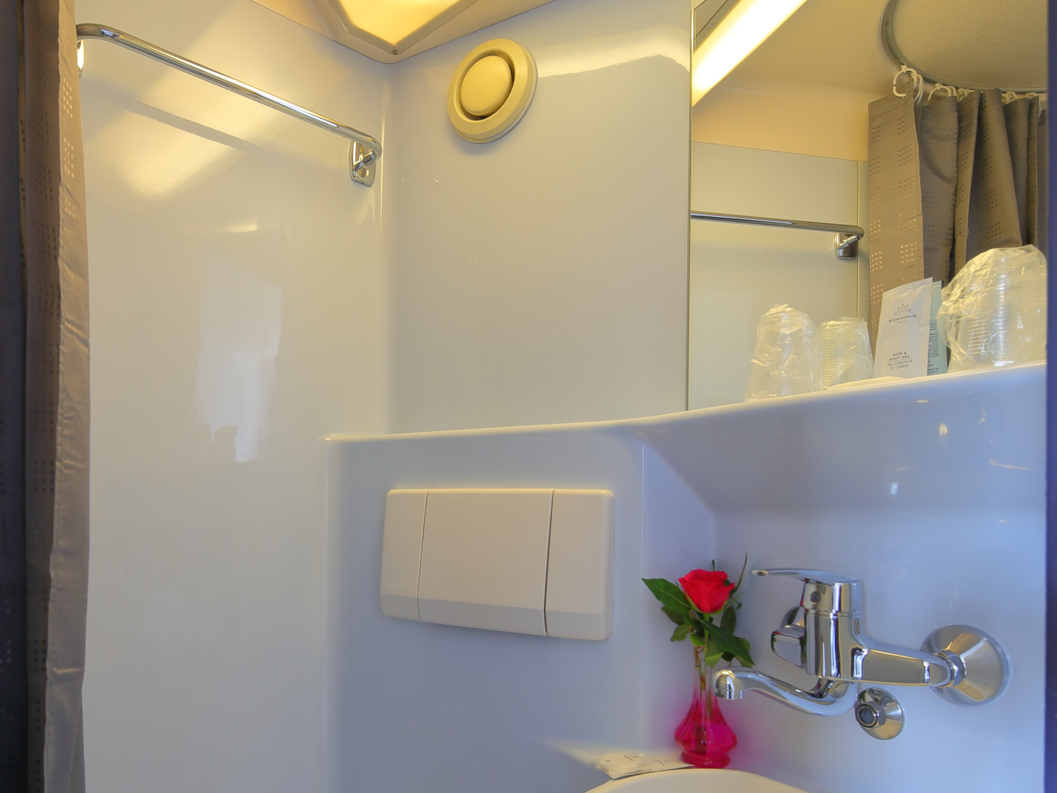 hotel-paris-13-avec-parking-lavabo-miroir