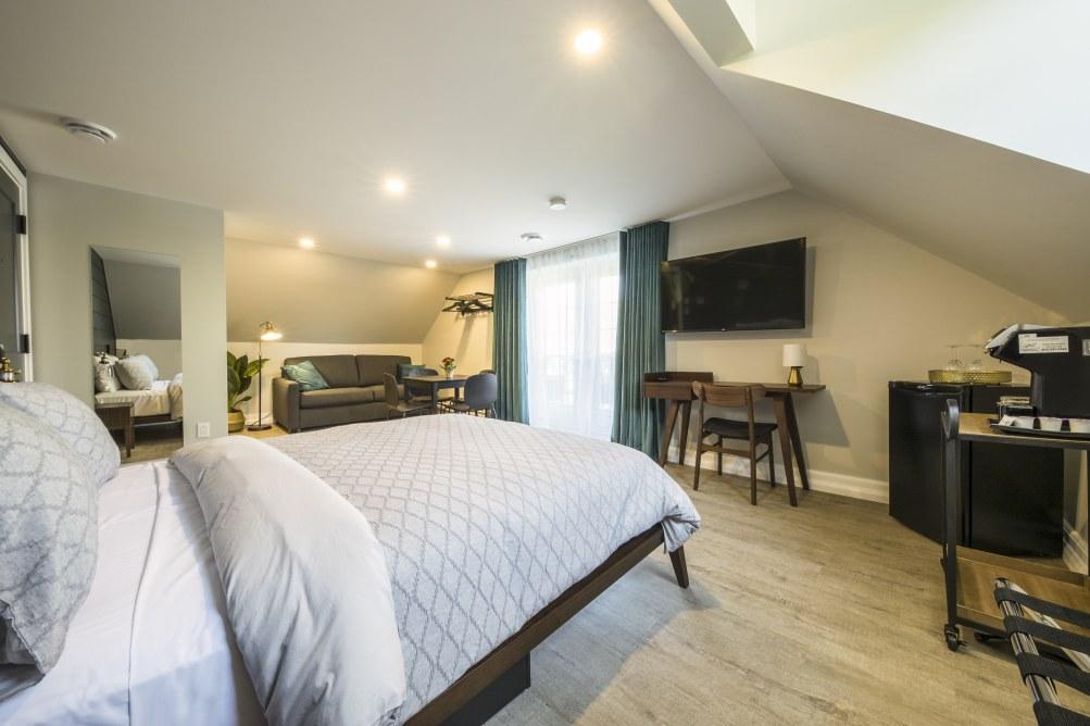 hotel-proche-aéroport-sherbrooke-suite-supérieure-balcon-privé