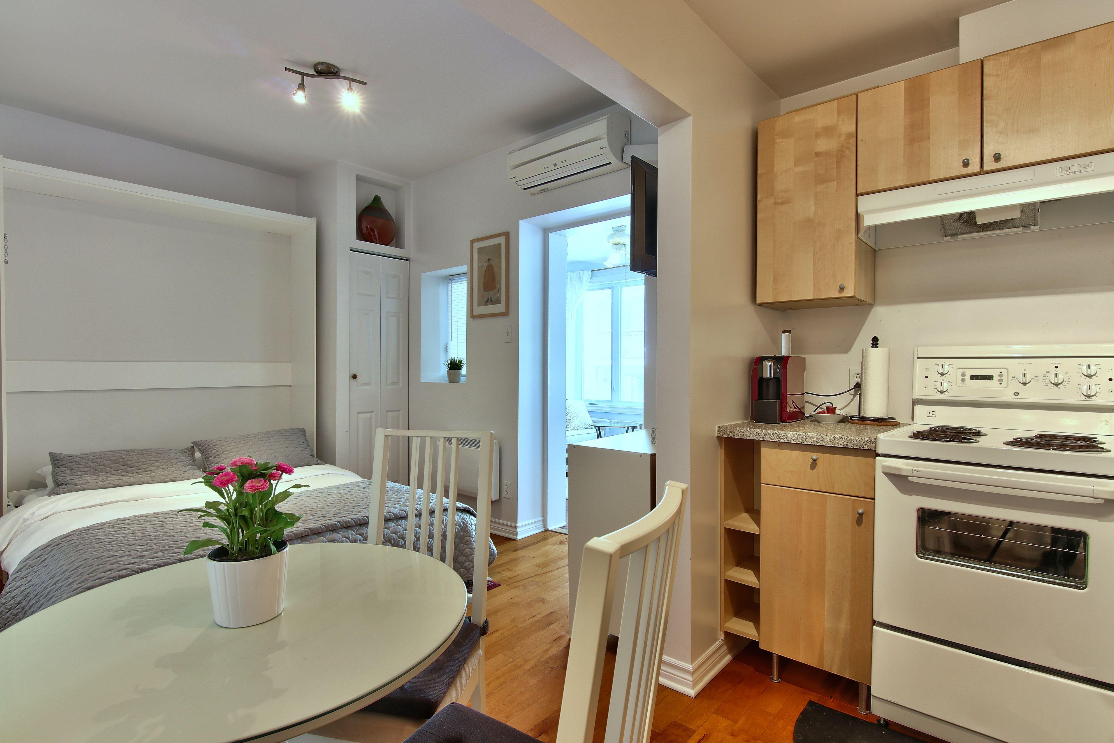 hotel-proche-palais-des-congres-montreal-appartement-vue-jardin-cuisine-chambre-table-a-manger