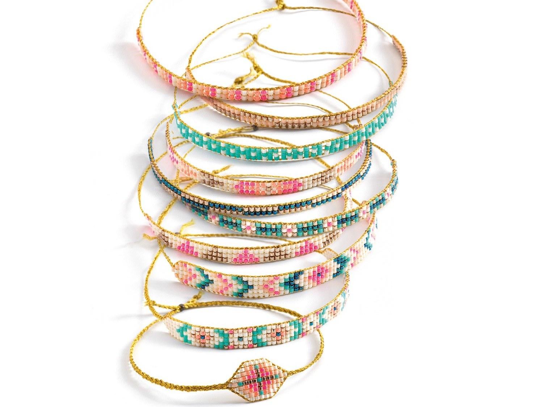 Bracelets_et_metier_a_tisser_Perles_Minuscules_-_Djeco_1