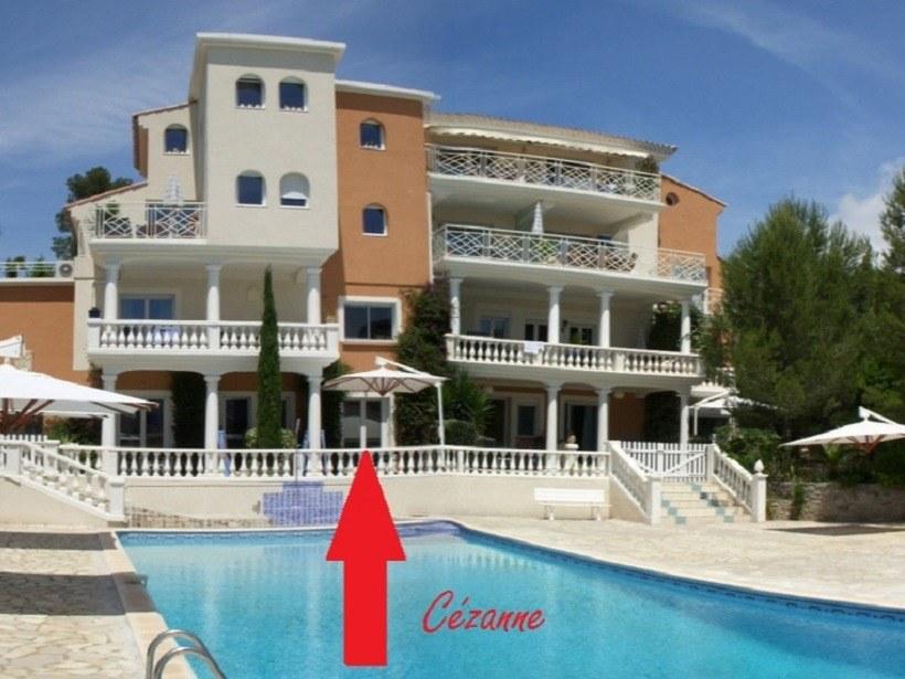 cézanne_chambres-d-hotes-a-Saint-Raphael-Frejus-piscine-depuis la terrasse