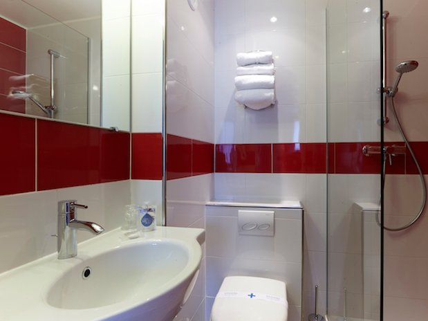 salle de bain hotel Kyriad canal saint martin