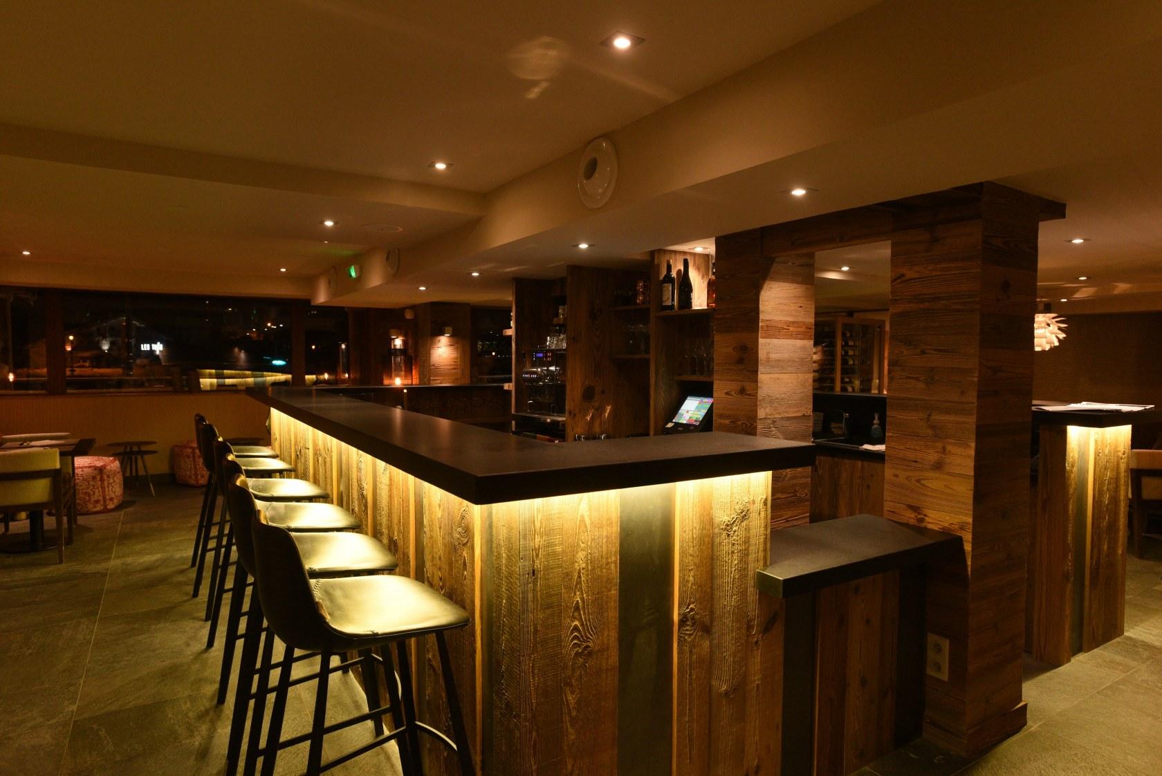 hotel-spa-val-isere-espace-bar-lounge
