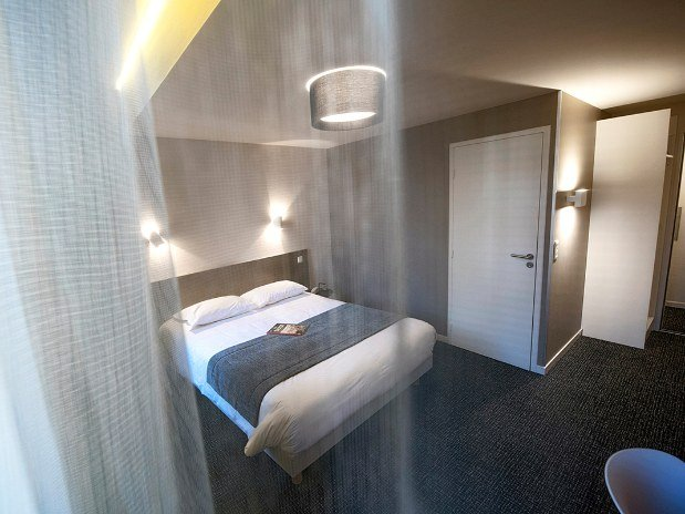 Lit-double-Chambre-grand-confort-hotel-du-port-Morlaix