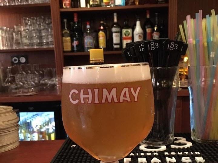 bar-a-bieres-paris-paille-verre-bouteille