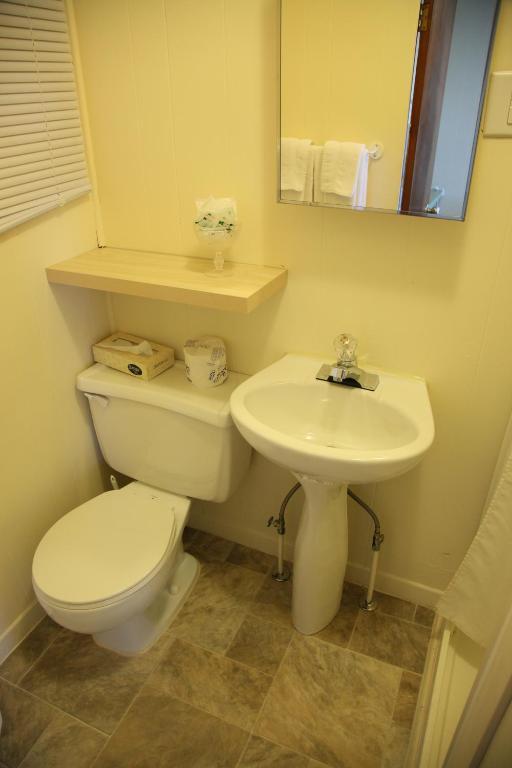 motel-sainte-flavie-appartement-toilettes