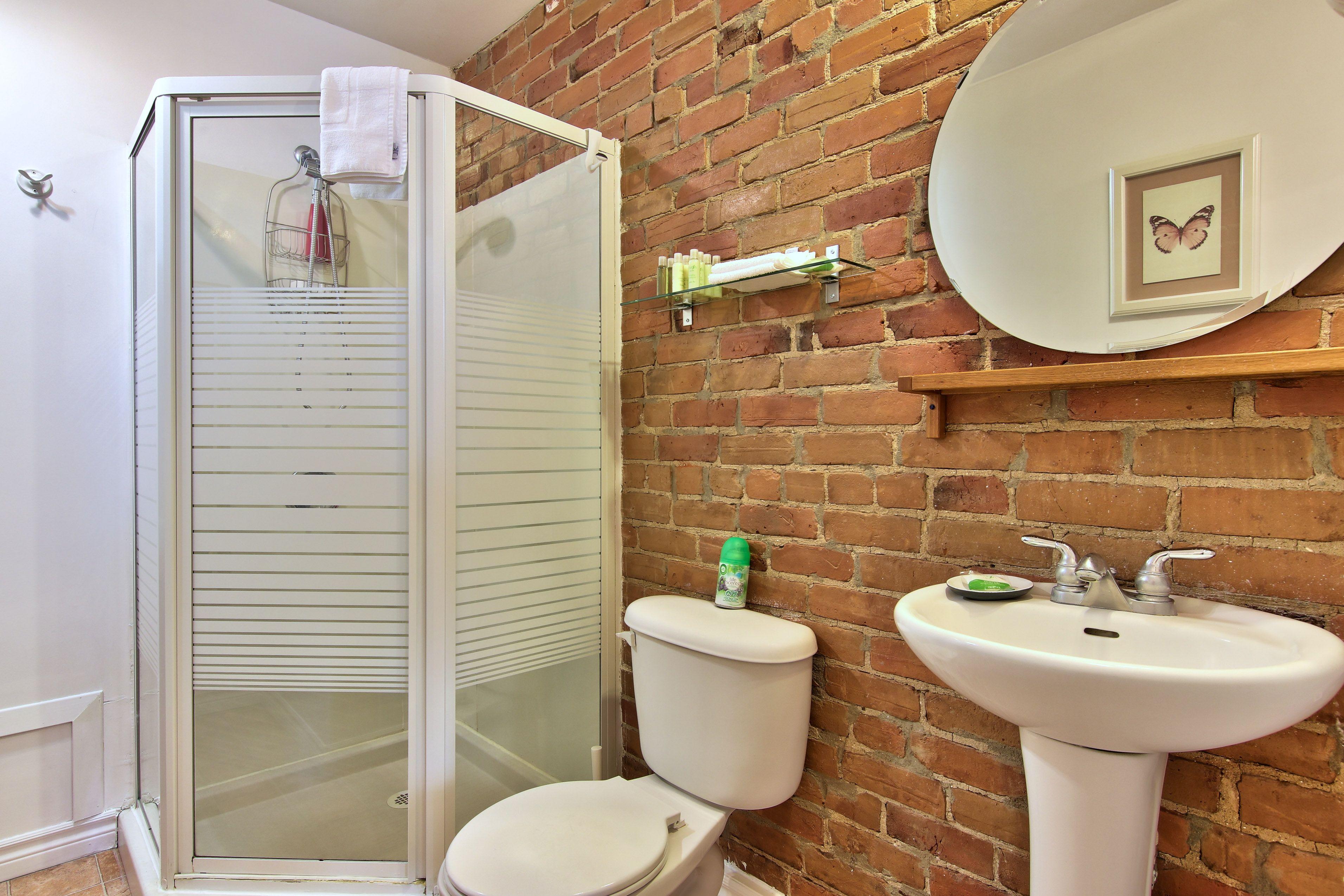 hotel-proche-palais-des-congres-montreal-studio-salle-de-bain