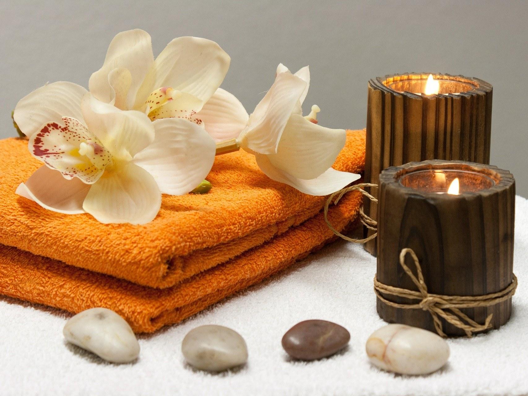 spa-beaute-bien-etre-chauvigny-zen-attitude-bougie-serviette-fleur-pierre