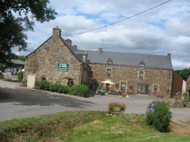 Chambre-à-la-ferme - Bretagne - Morbihan - La-grange-aux-moines - piscine