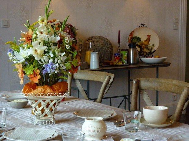 petit déjeuner table d hotes les champs français