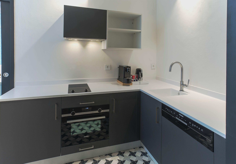 appart-hotel-angouleme-studio-paon-cuisine-equipee