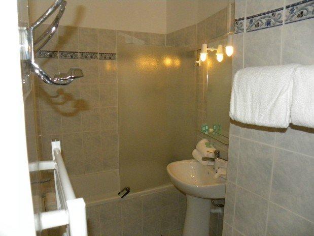 double room sea side bathtub