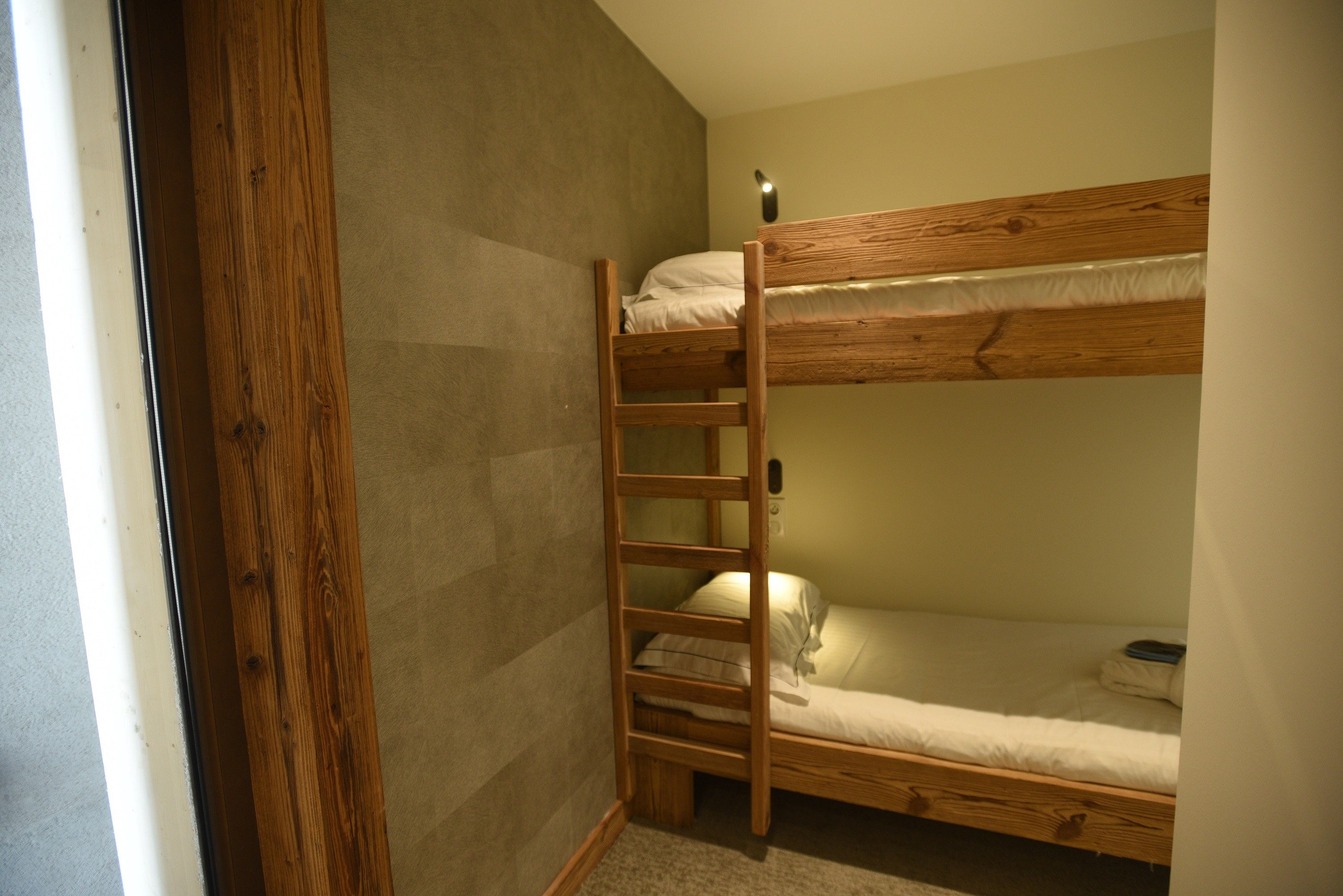 hotel-on-the-slopes-val-isere-comfort-family-room-spa