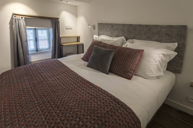 appart-hotel-angouleme-duplex-cote-cour-lit-queen