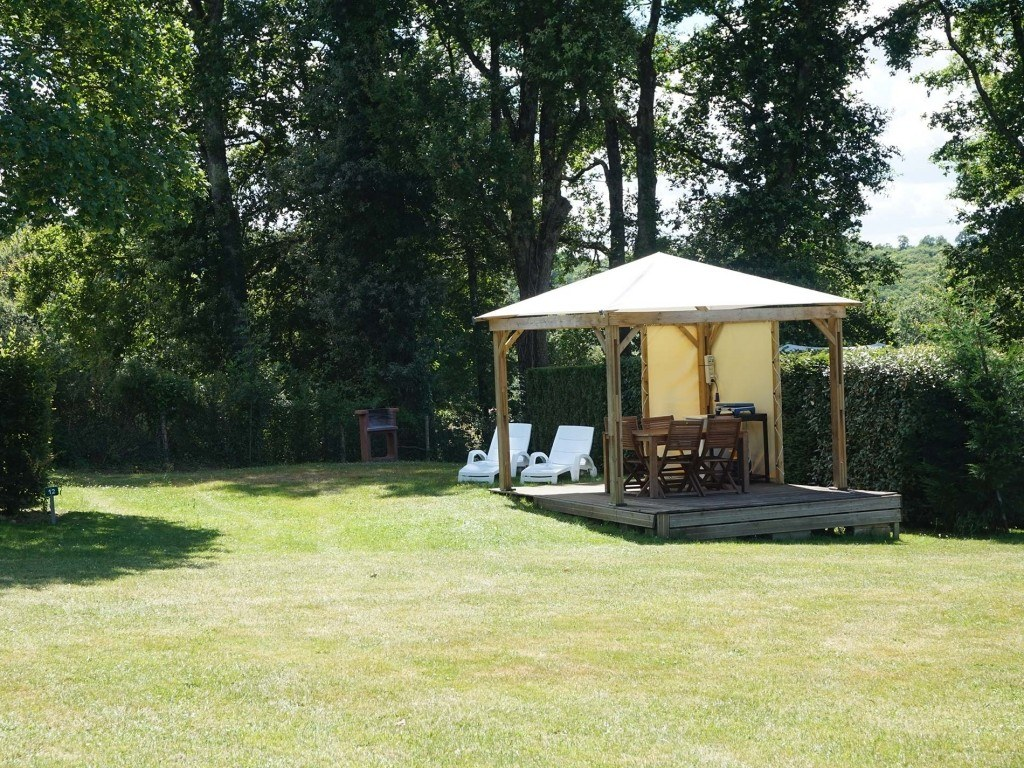 Emplacements 150m² camping chambon piscine nature familale (2)
