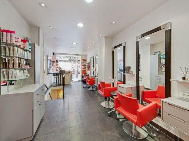 8-eme-art salon-de-coiffure-paris-15-fauteil-miroir-produit-beaute-soin-commode-accueil-comptoir