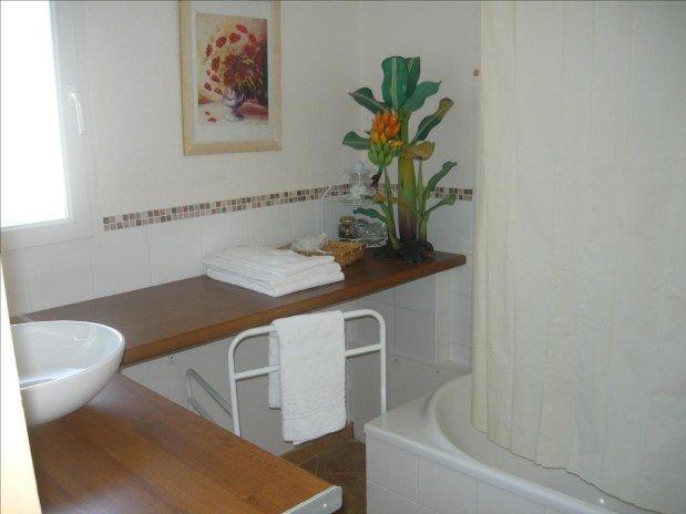 chambre-hotes-chambord-la-maugerie-suite-jaune-sdb