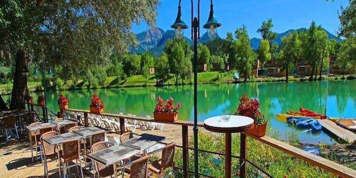 terrasse snack vue sur lac drome