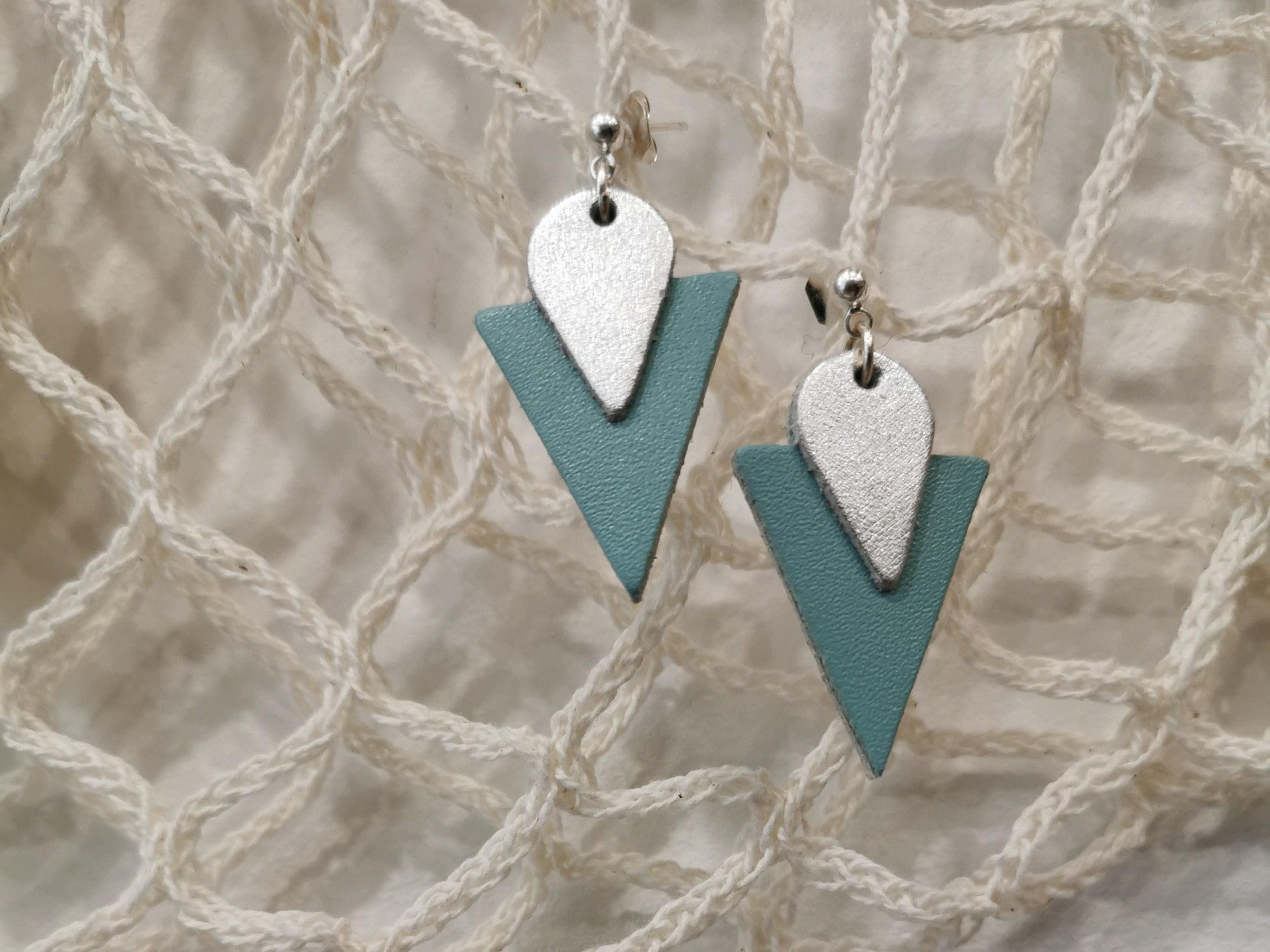 Boucles-d-oreilles triangle turquoise de ni une ni deux