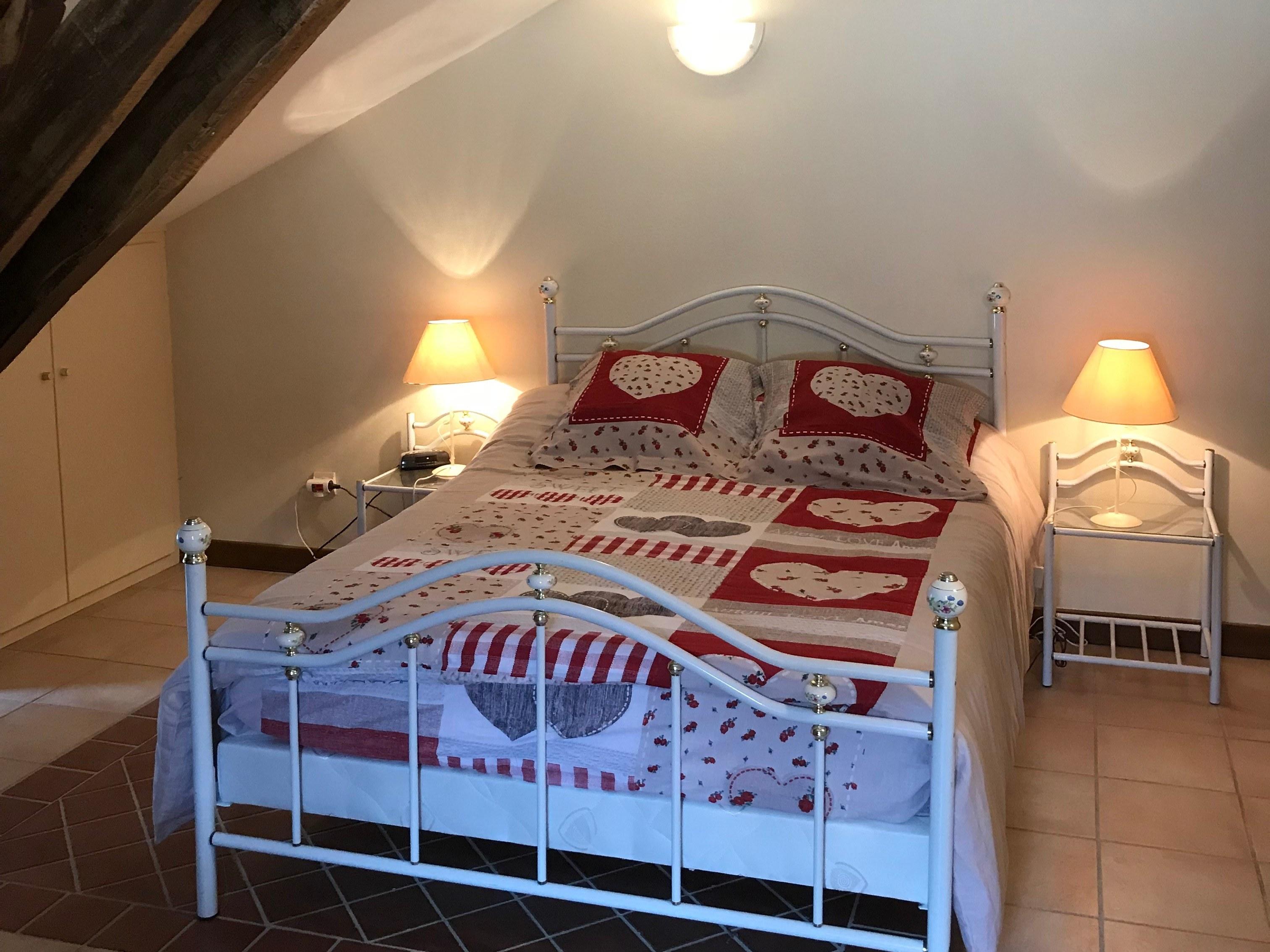 baroville-champagne-lit-double-chambre-lampe-chevet