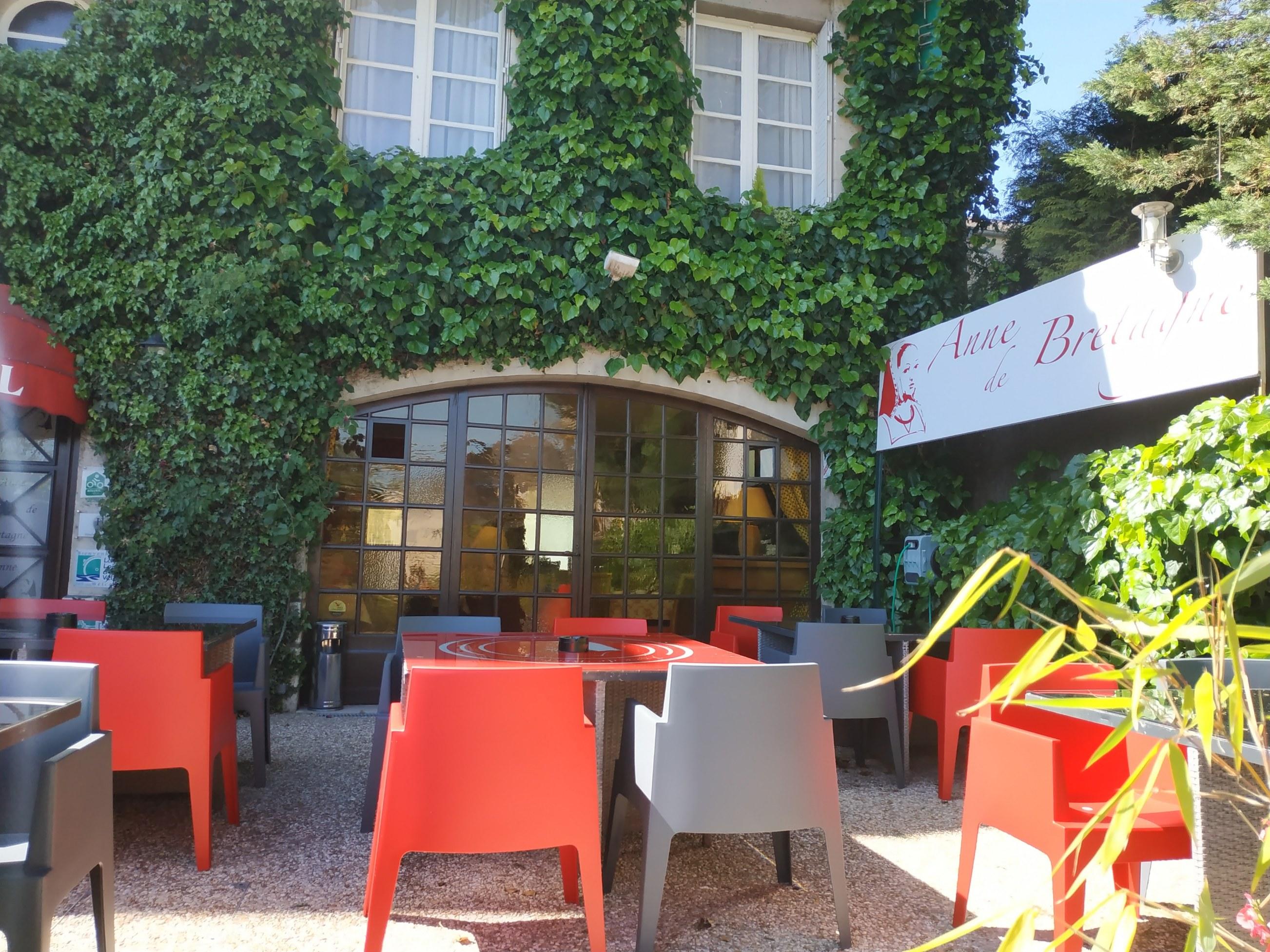 hotel-anne-de-bretagne-blois-trois-etoiles-centre-ville-blois-terrasse-ensoleillée