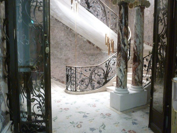 Blanche - Escalier monumental