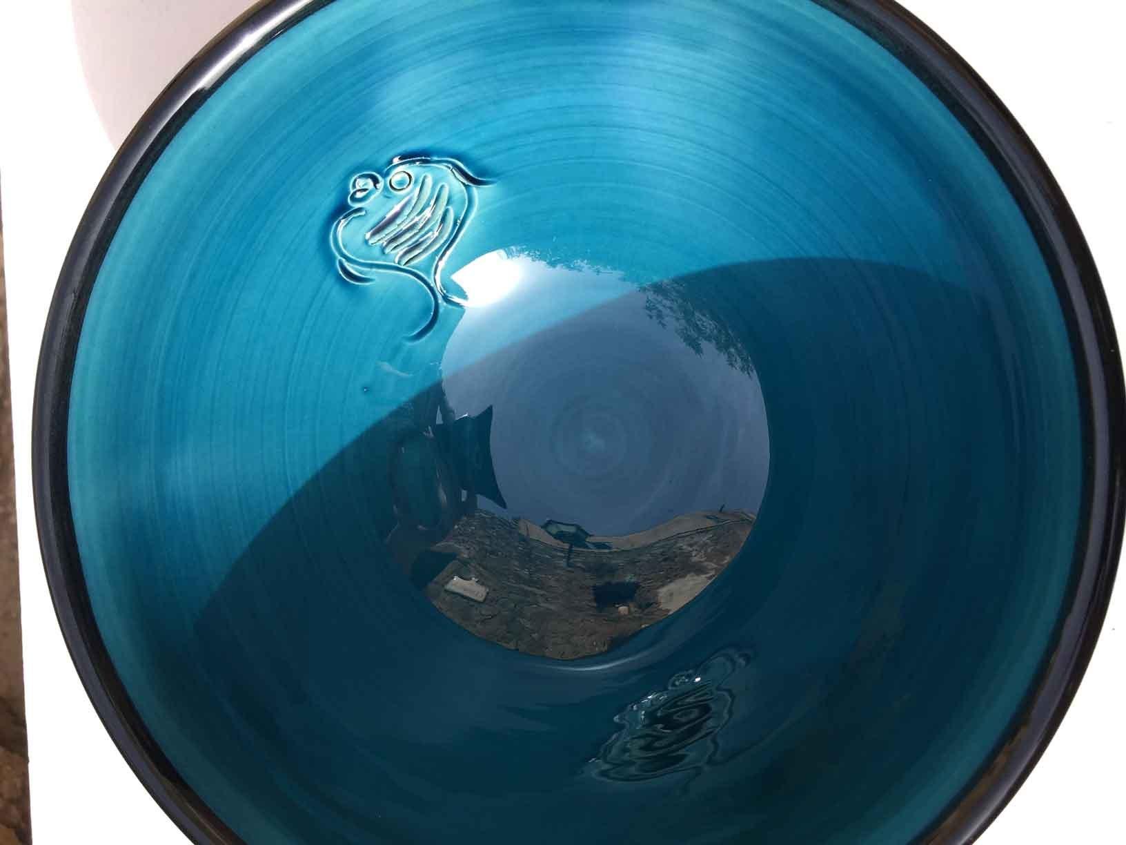 7saladier-faience-bleu-avec-gratte-ail-vue-haut