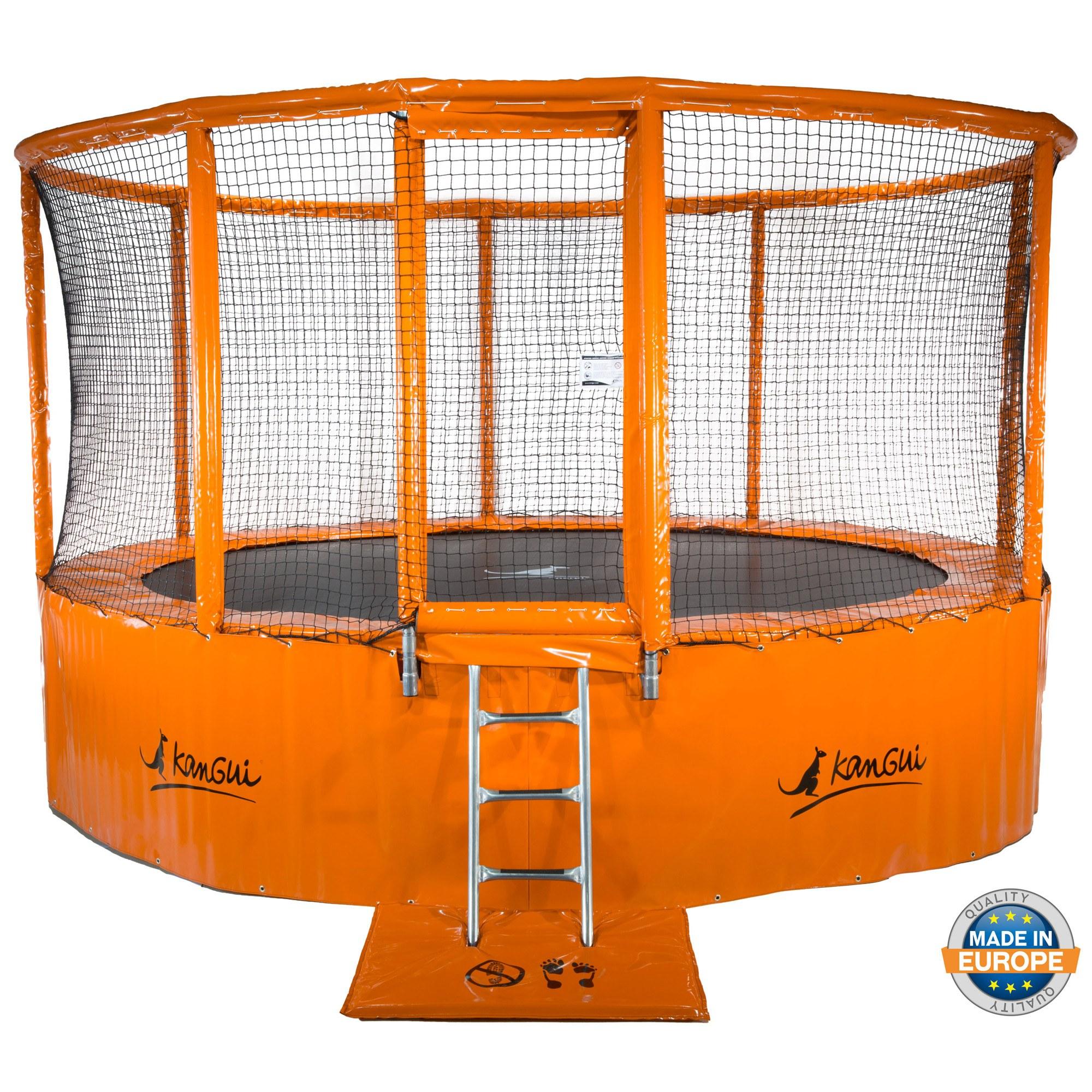 Nouveaux, le trampoline