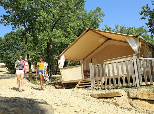 LODGE 01 camping familial nature lot piscine occitanie