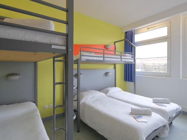 Standard 5 Beds Room With Bathroom Rooms Hotel Cis Paris
