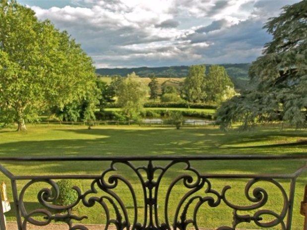 Vue Parc Chambre Tour Domaine grands Cèdres Loire