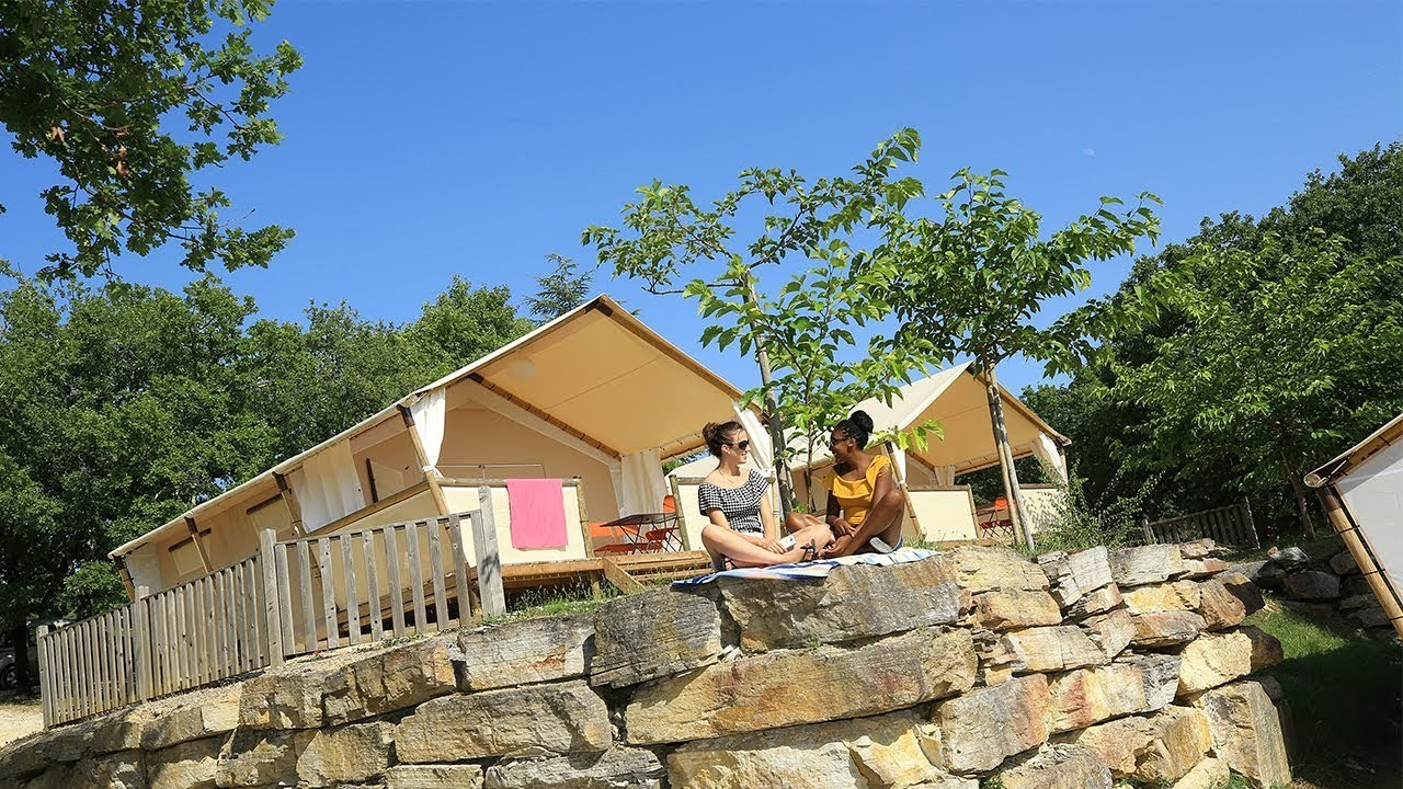 LODGE 03 camping familial nature lot piscine occitanie