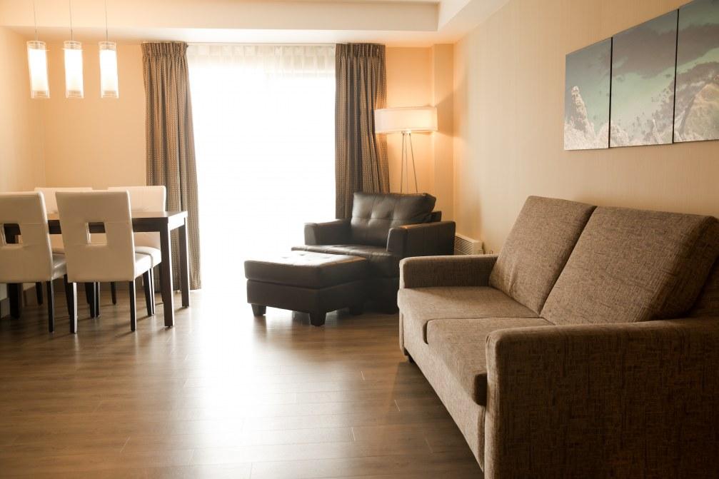 hotel-iles-de-la-madeleine-suite-sejour