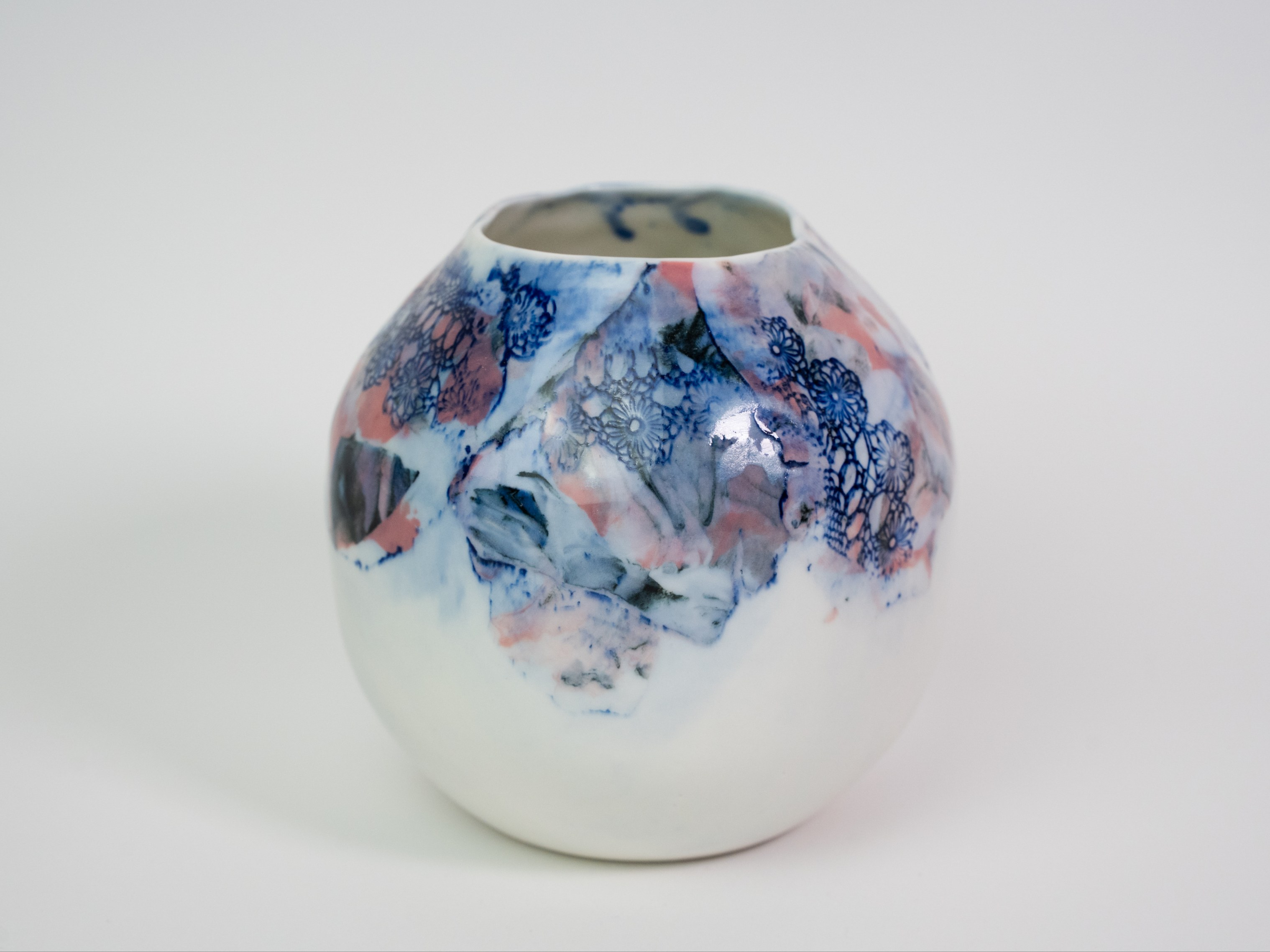 Collection Burano- Vase Boule- dentelle colorée- Couleur Framboise