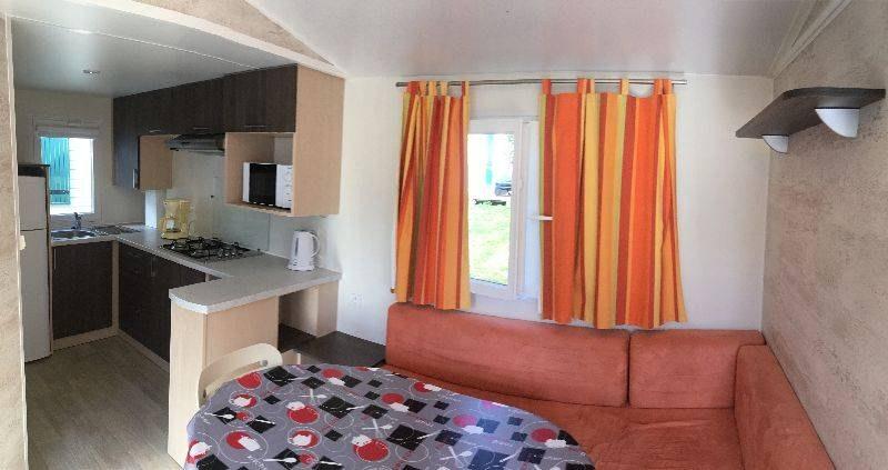 grand confort salon camping familial piscine Aveyron lac de pareloup