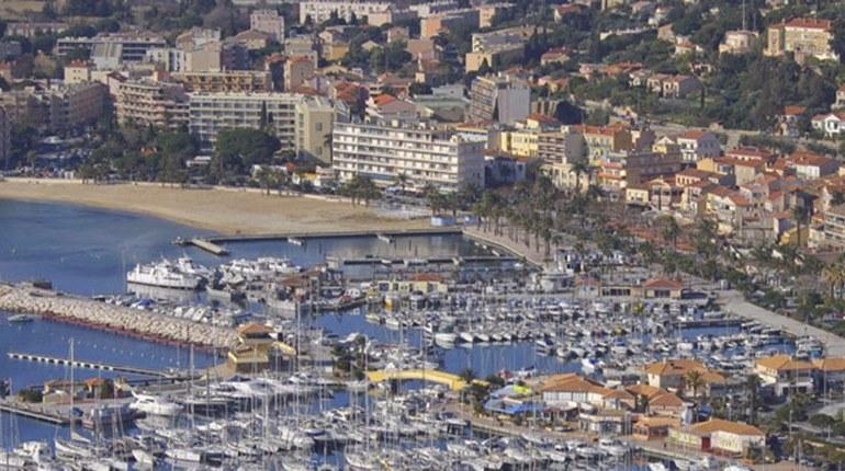 vu du village et port du Lavandou  hotel anglade  var  côte d'azur
