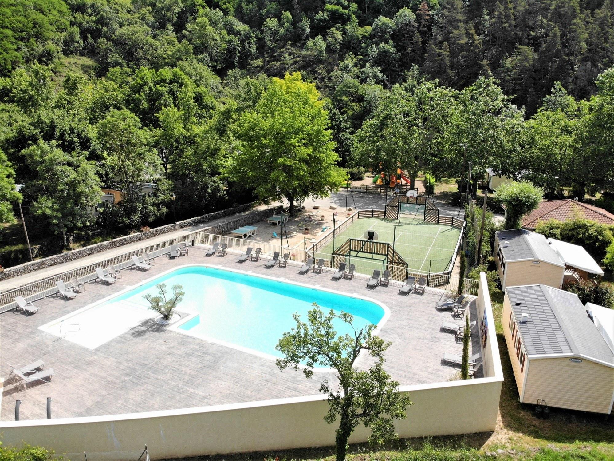 piscine chauffée CAMPING DE RETOURTOUR ARDECHE RIVIERE