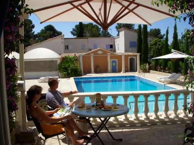 chambres-d-hotes-a-Saint-Raphael-Frejus-piscine-depuis la terrasse