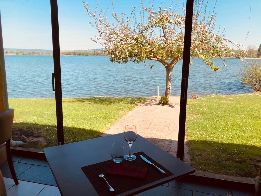 restaurant-vue-lac-pont-leveque